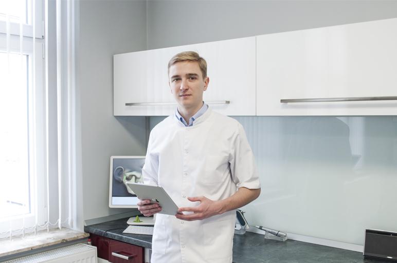 Dentysta w swoim gabinecie