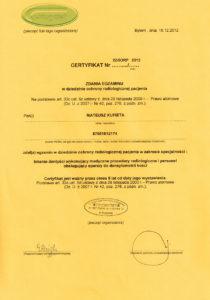 Certyfikat zdania egzaminu lekarza stomatologa Mateusza Kufiety w dziedzinie ochrony radiologicznej pacjenta w zakresie specjalności: lekarze dentyści wykonujący medyczne procedury radiologiczne i personel obsługujący aparaty do densytrometrii kości