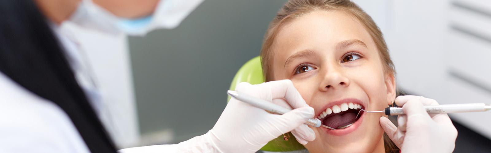 Dziecko podczas kontroli stomatologicznej